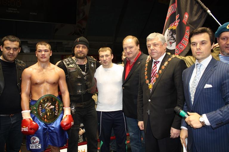 Российские спортсмены-победители после боя