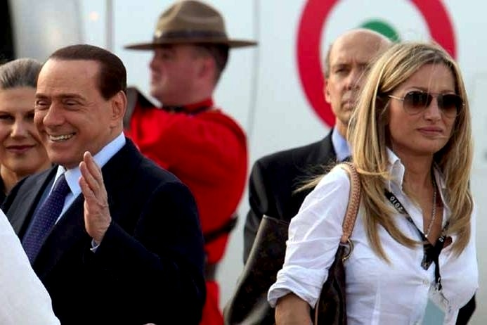 У бывшей секретарши Берлускони нашли 24 кг кокаина