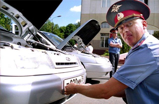 Жителям Крыма не придется срочно менять водительские удостоверения и госномера