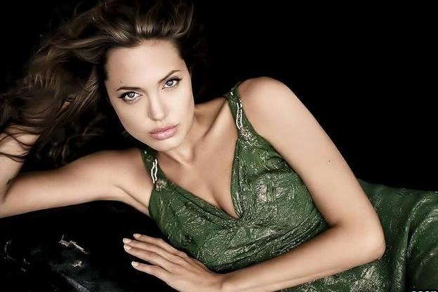 Анджелине Джоли предстоит операция