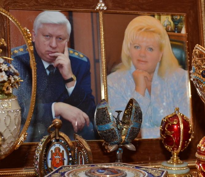 Особняк экс-генпрокурора Украины разграбили, поубивав живность. Спаслись лишь Петя и Белка