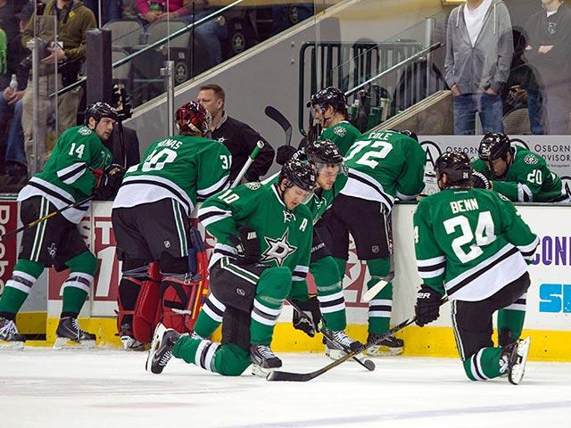 Хоккеист рухнул замертво во время игры НХЛ (ВИДЕО)