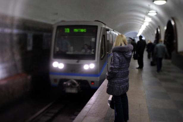 В московском метро застрял поезд с пассажирами