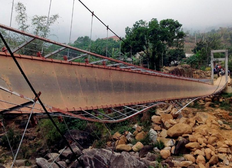 Во время похорон во Вьетнаме рухнул мост: 8 человек погибли, 37 пострадали