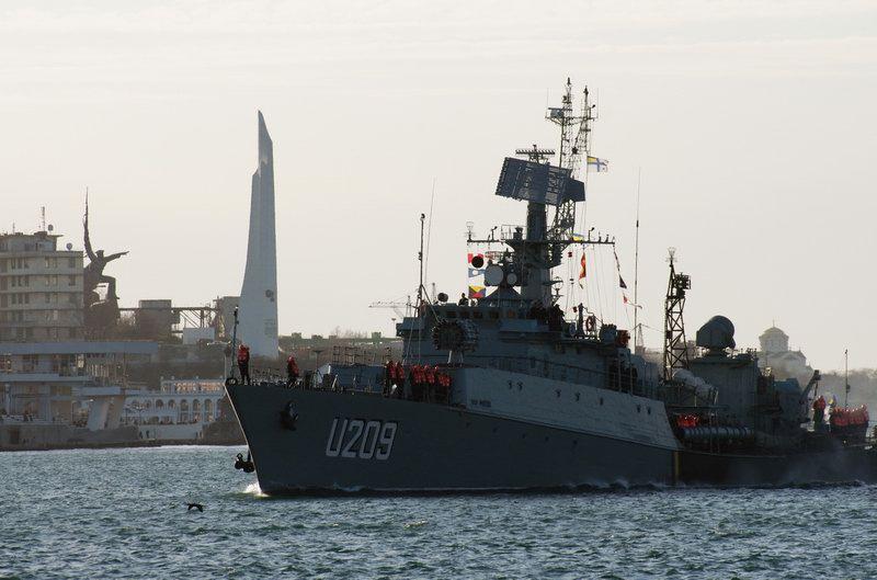 В Севастополе спецназ штурмует военный корабль «Тернополь»