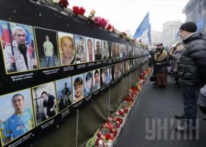 На Майдане, чтобы почтить память погибших, собралось более 5 тыс человек