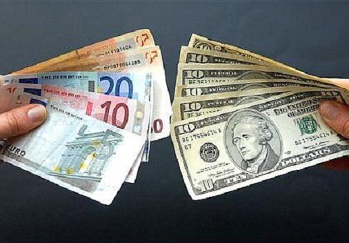 В красноярских банках скупили всю валюту