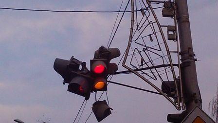 Шквалистый ветер оставил часть Красноярска без света