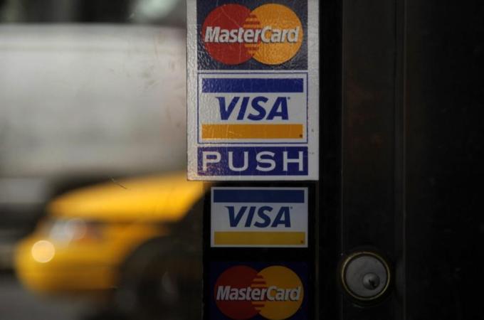 Эксперт: В России уже есть качественные аналоги зарубежных Visa и MasterCard
