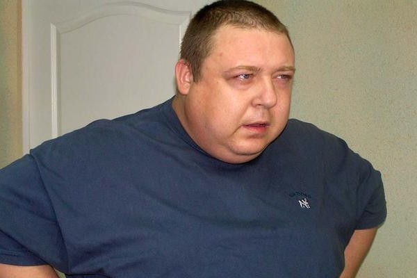 Актер Семчев разбил витрину и перевел деньги в детдом