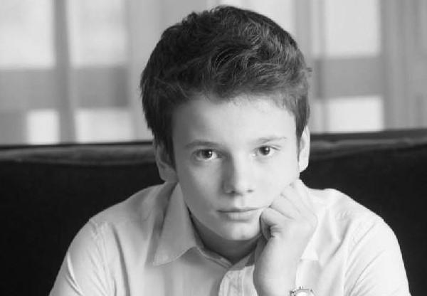 Сын певицы Валерии Арсений Шульгин выступил на концерте Маликова