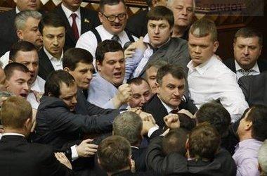 В Верховной Раде бьют Симоненко. Объявили перерыв