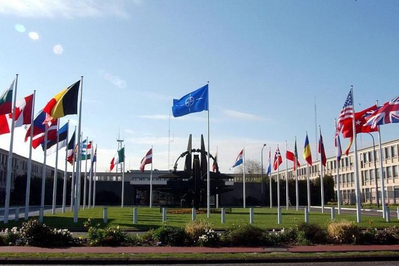 НАТО не видит подтверждений отвода российских войск от границы с Украиной