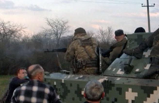 Украинские военные пытались раздавить мирных жителей под Краматорском