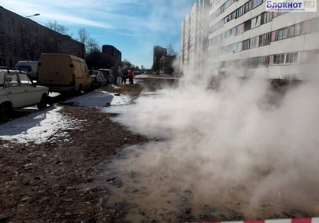 В Петербурге за день уже три раза прорвало трубопровод