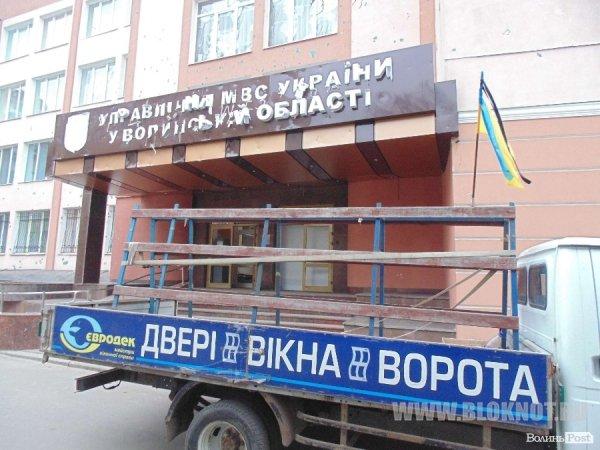 Самооборона Майдана восстанавливает собственноручно разрушенное