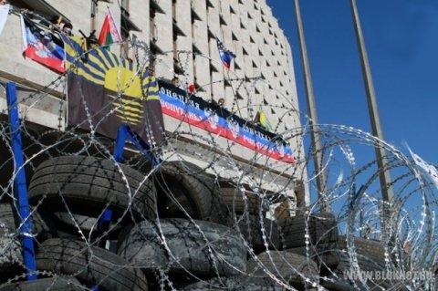 Захват Донецкой ОГА парализовал выплату зарплат, пособий и пенсий