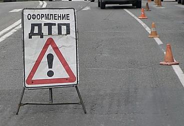 В Москве иномарка протаранила несколько машин и сбила на тротуаре людей