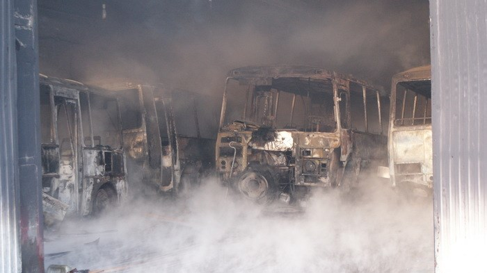 В Абакане сгорел гараж с пассажирскими автобусами