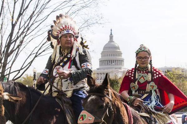 Индейцы заняли центр Вашингтона
