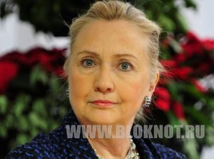 Американка запулила в Хиллари Клинтон ботинок