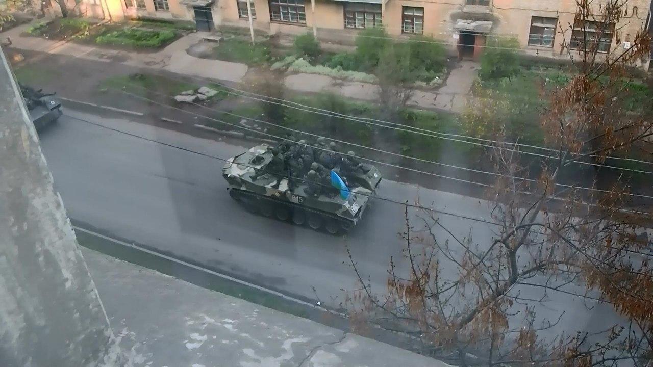 В Краматорск въехали танки с украинскими флагами