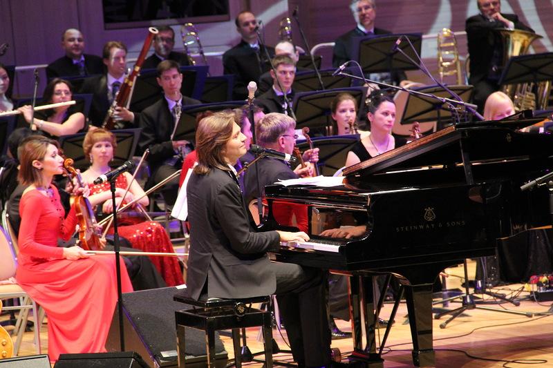 Дмитрий Маликов сыграл и спел с Робертом Уэллсом в Москве