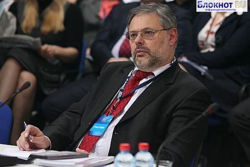 Экономист Михаил Хазин считает, что в 2014 году Владимиру Путину, возможно, придется уйти