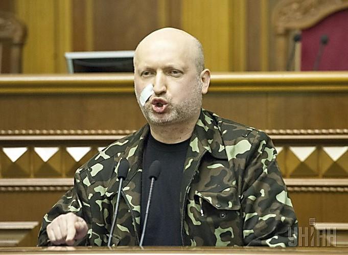 Турчинов уволил главу внутренних войск МВД Украины Степана Полторака
