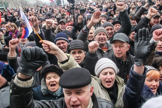 Протестующие в Донецке допустят на рабочие места чиновников, отвечающих за соцвыплаты