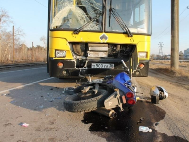 В Ангарске столкнулись автобус и мотоцикл