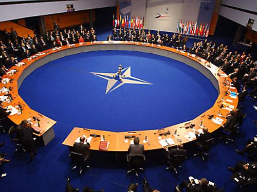 НАТО прервало сотрудничество с Россией. Мнение Рогозина