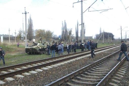 В Пчелкино стреляли в мирных жителей. 15 БТР украинской армии возвращаются в Днепропетровск