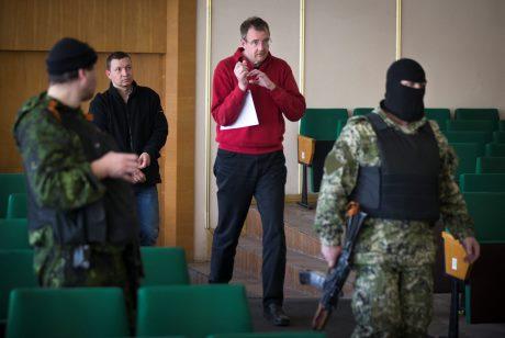 Народные ополченцы не планируют отпускать остальных сотрудников ОБСЕ