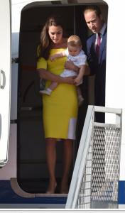 Для Австралии Кэтрин выбрала ярко-желтое платье от Roksanda Ilincic и лодочки бежевого цвета