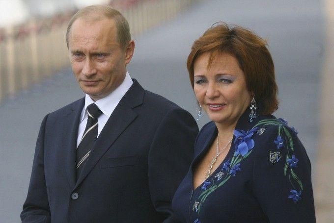 Путин официально стал холостяком
