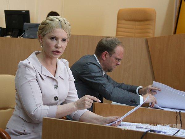 Тимошенко считает, что только армия может навести порядок на Украине