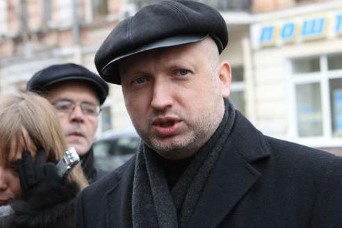 Турчинов заявил, что  его боевики защищают людей