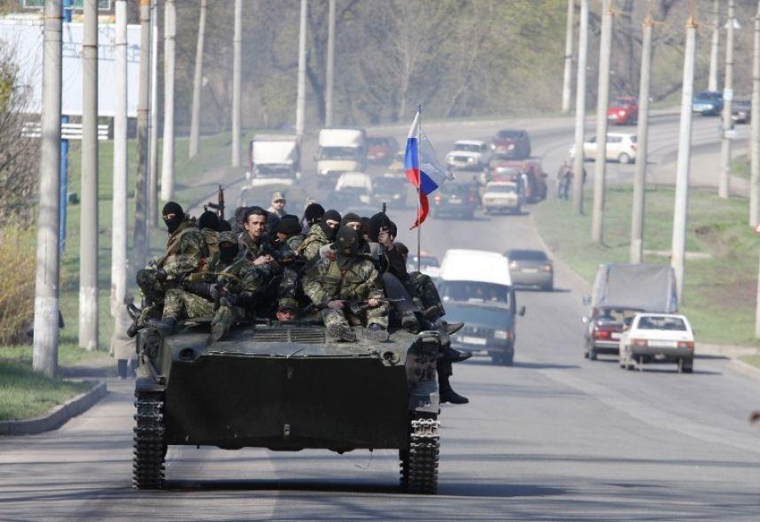 Пока Киев не дал команду, украинские военные в Славянске веселятся, устраивая дрифт на БТР