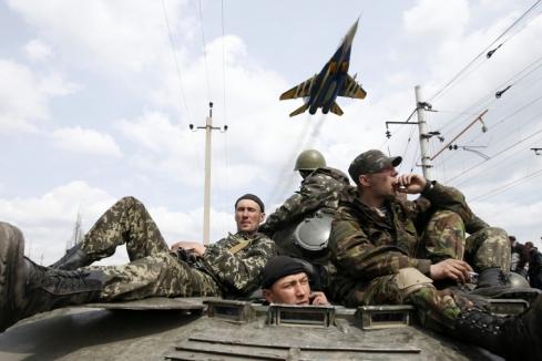 В сети появилось видео, на котором украинские военные переходят на сторону народа
