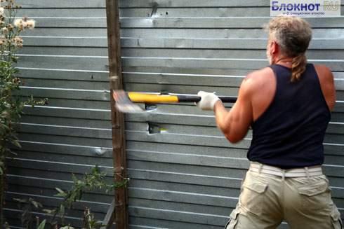 В Махачкале мужчина поджег себя ради спасения стены