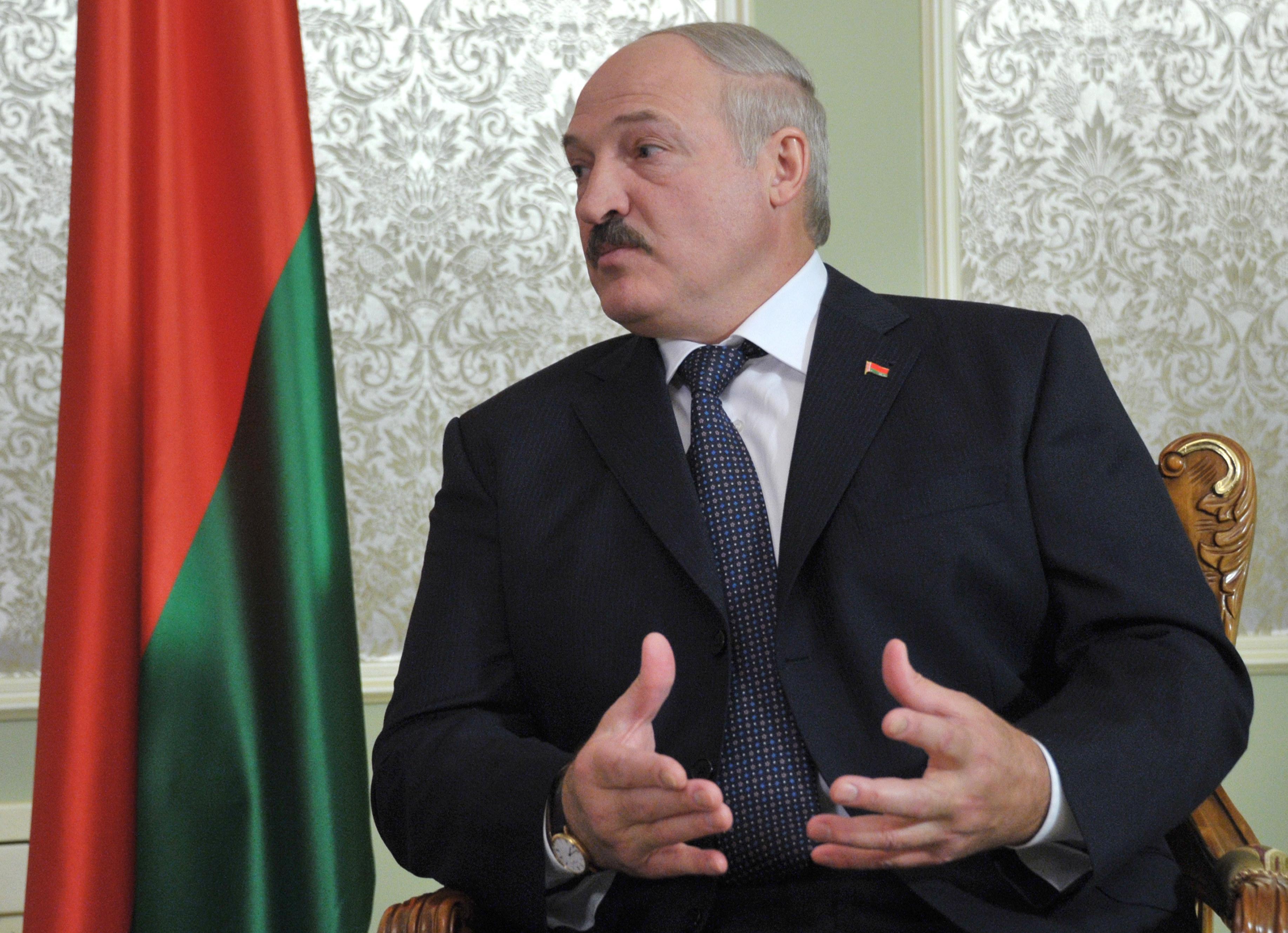 Батька возвращает белорусам крепостное право