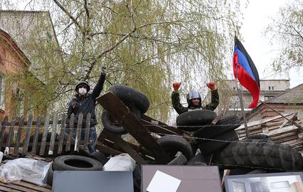 Ополченцы строят вторую линию обороны в центре Славянска