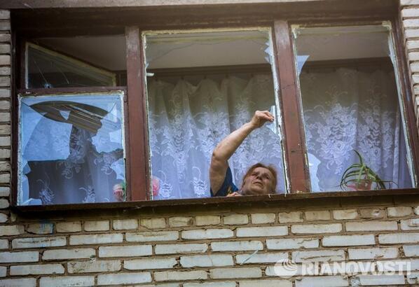 С самого утра в Славянске гремят взрывы