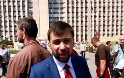 В Донецке проходит митинг сторонников ДНР