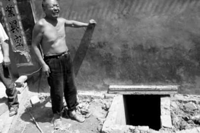 Два китайца погибли и четыре пострадали, пытаясь вытащить телефон из туалета