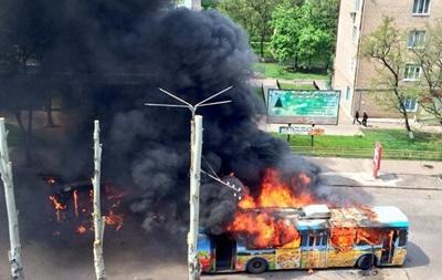 В Краматорске горят маршрутки и троллейбусы, слышится стрельба