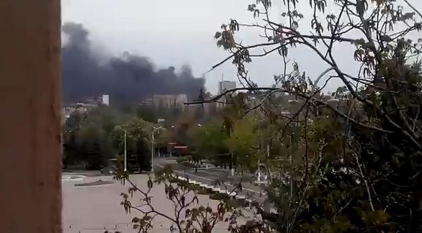 В Мариуполе горит здание городской милиции