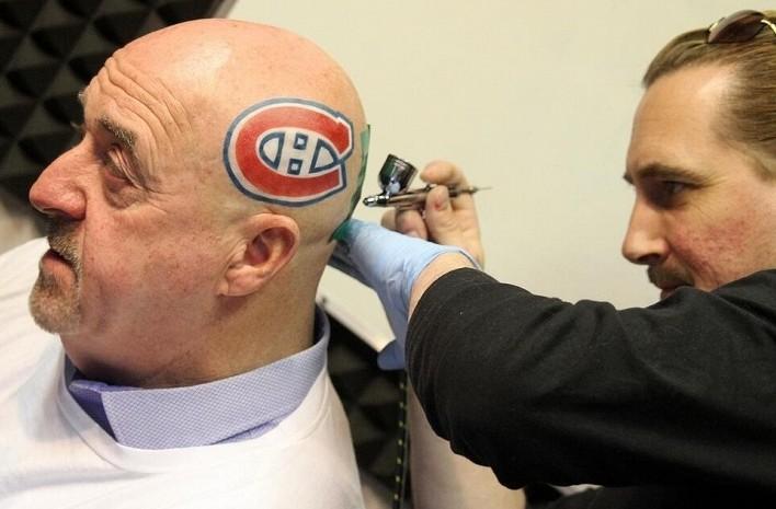Мэр канадского Тандер-Бэя сделал на голове татуировку - логотип клуба НХЛ