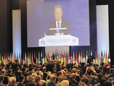 Назарбаев объявляет долларовую войну США